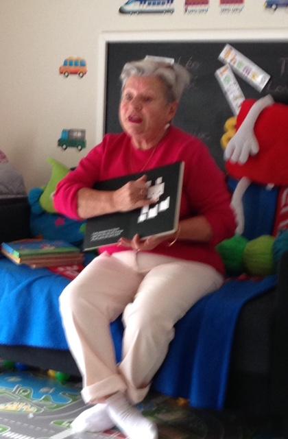 Eveline vient tous les mardis à 10 H 00 lire des belles histoires