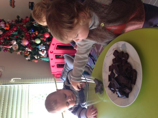 preparation des bonbons en chocolat Louise et Noé