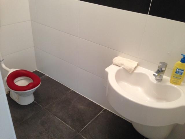 WC et lavabo à hauteur d'enfant